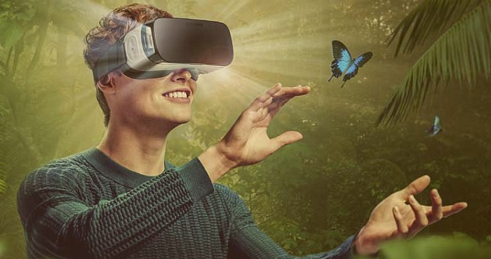Communication and Virtual Reality in 2016